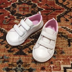 Gap kids white tennis shoes/  brand new condition